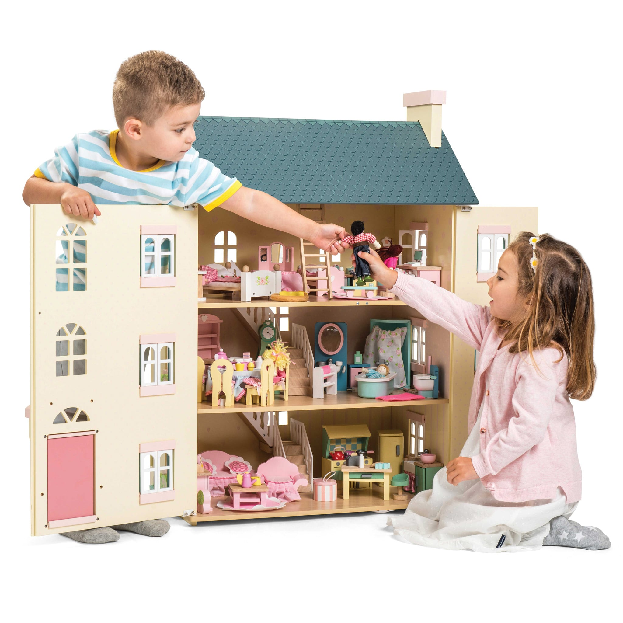 Wondrous Le Toy Van Cherry Tree Dollhouse With 6 Furniture Sets And Family Gamerscity Chair Design For Home Gamerscityorg