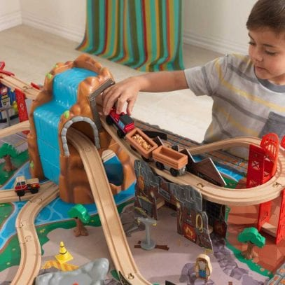 kidkraft-waterfall-junction-train-set-and-table-2