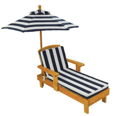 outdoor-chaise-with-umbrella