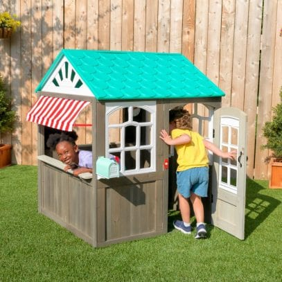 Kidkraft-Coastal-Cottage-Playhouse-1